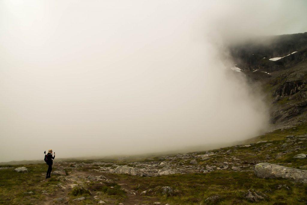 Dikke mist in Venjesdalen onderweg naar Romsdalseggen