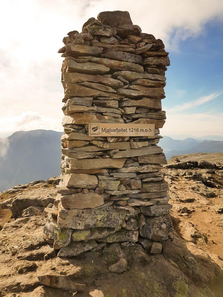 Op het hoogste punt van de hike: Mjolvafjellet