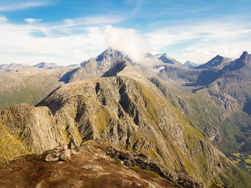 Uitzicht over de bergen vanaf Romsdalseggen
