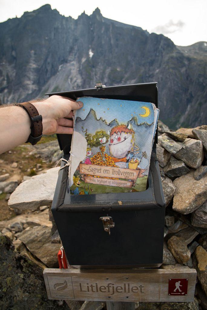 Boekje in brievenbus op Litlefjellet