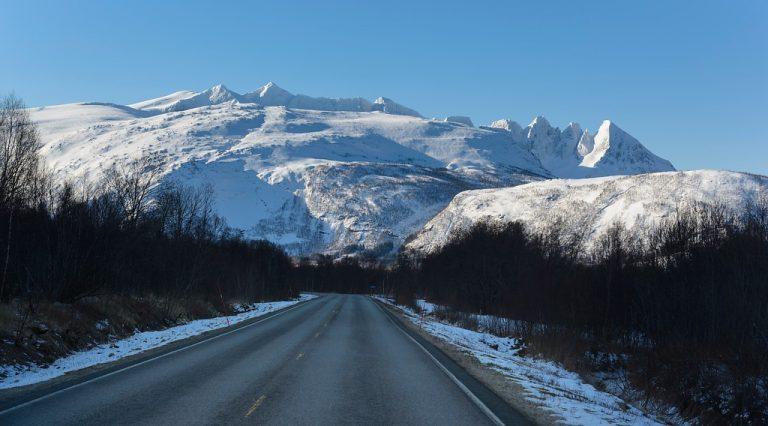 Nationaal Toeristische Routes - Besneeuwde bergtoppen langs Helgelandskysten