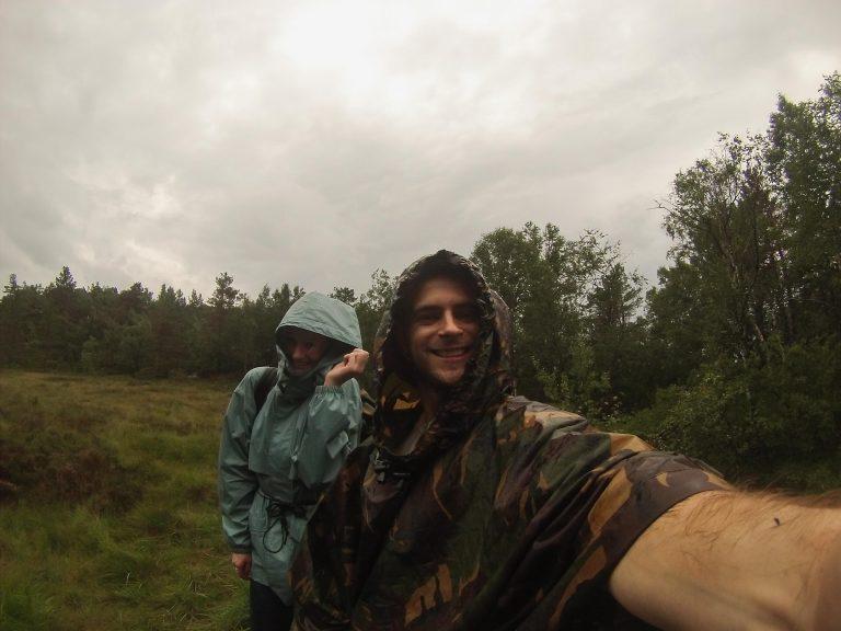In de regen onderweg naar Preikestolen