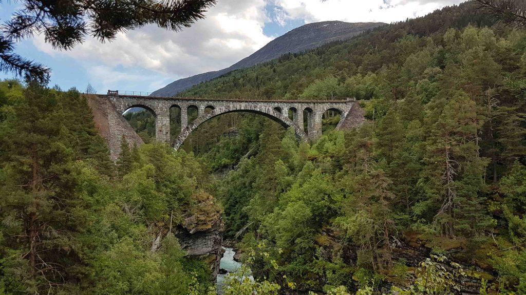 Kyllingbrua - de meest indrukwekkende brug van Raumabanen