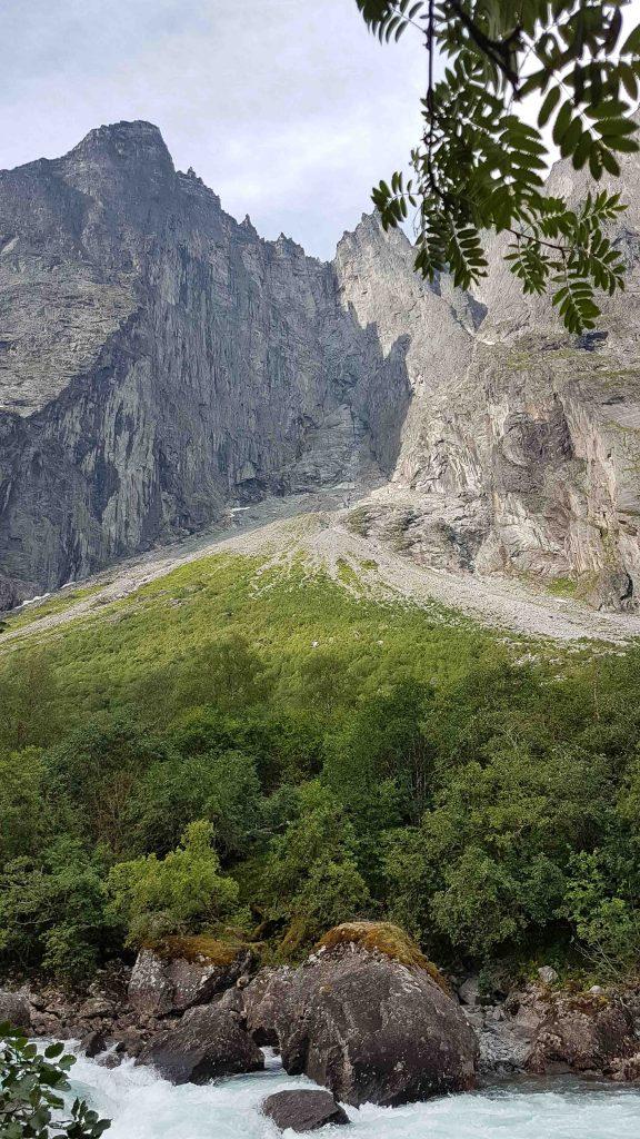 Trollveggen - één van de vele hoogtepunten van Raumabanen
