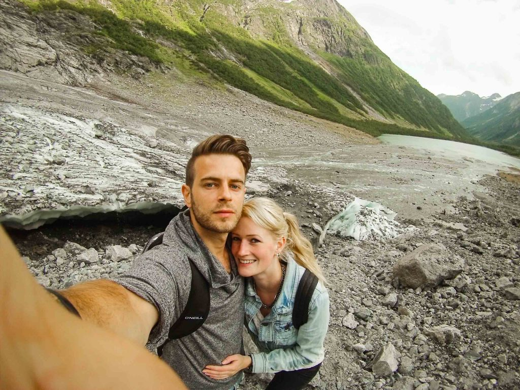 Koppel bij Boyabreen gletsjer Noorwegen