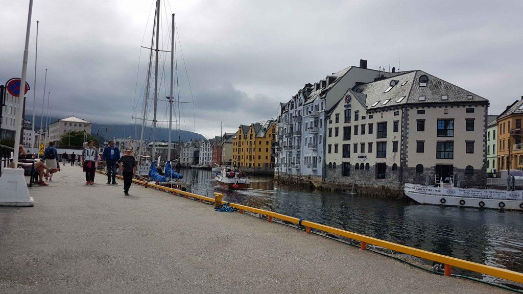 De haven van Ålesund