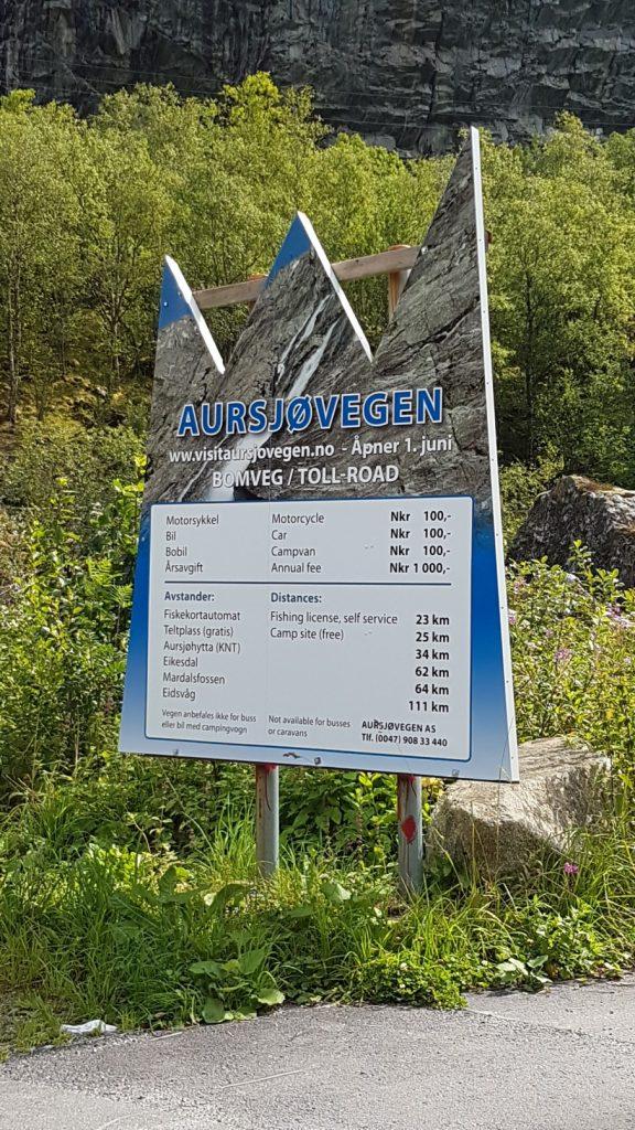Het bord aan het begin van de Aursjovegen route