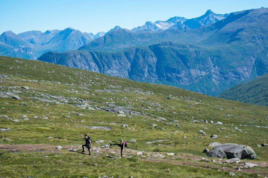 Wandelen door Venjesdalen onderweg naar Romsdalseggen