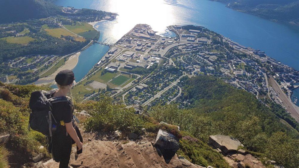 Uitzicht over Åndalsnes vanaf de sherpatrappen