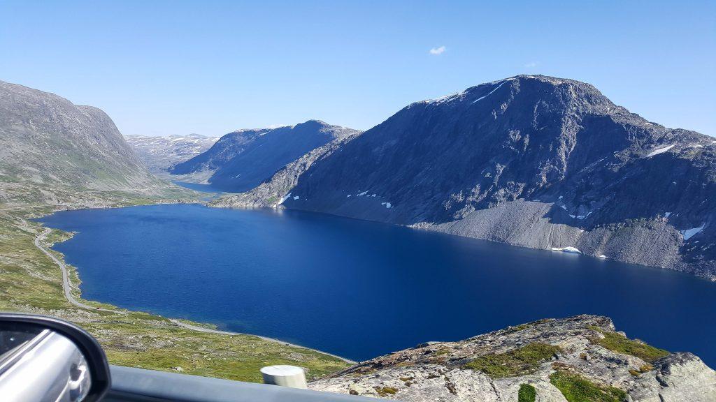 Het knalblauwe bergmeer Djupvatnet