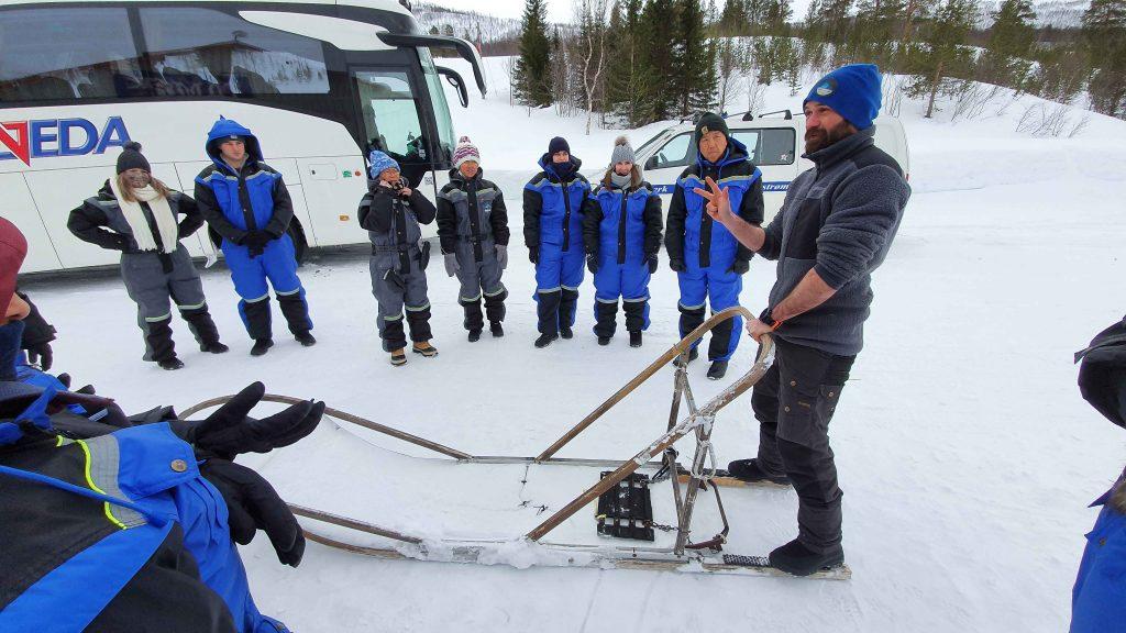 Instructies van musher Alex bij Tromsø Ice Domes